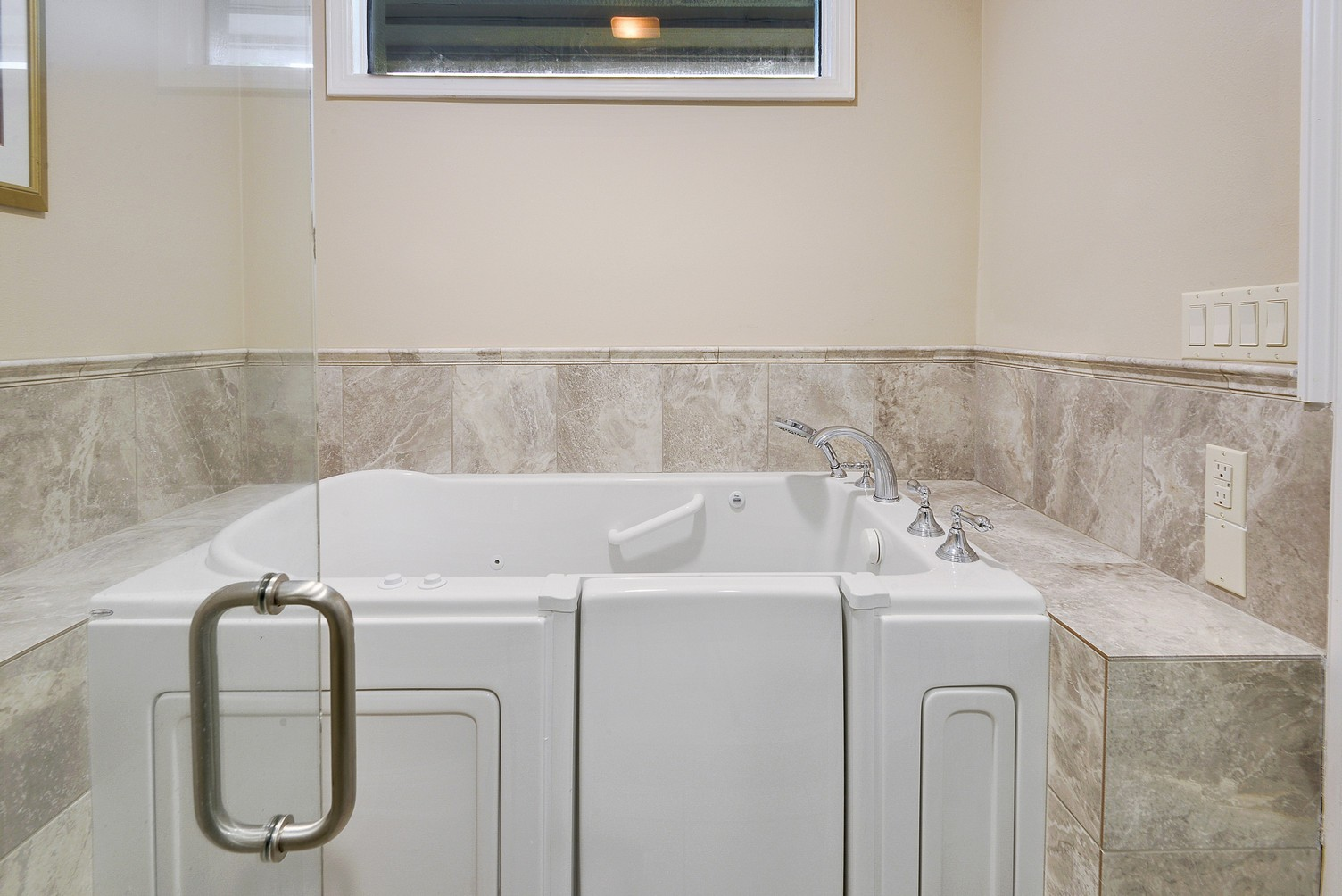 Walk in tub bathroom remodeling in baton rouge zitro for Restroom tub