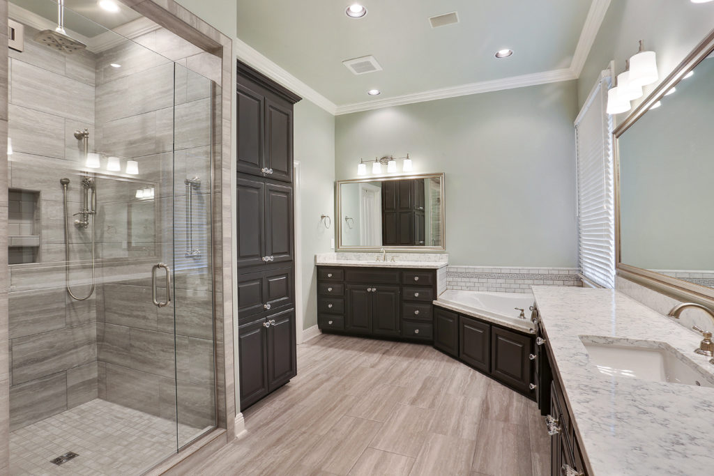 Baton Rouge Remodeler shows new Bathroom